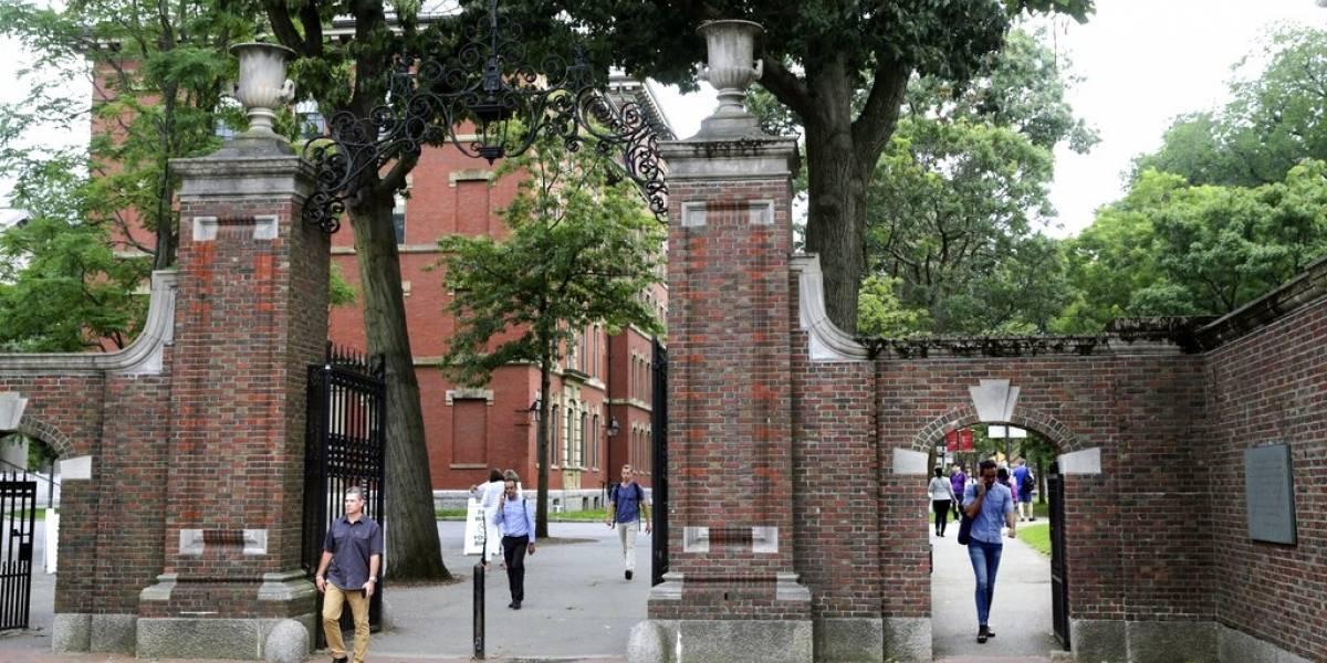 Universidades de EU apoyan a alumnos y demandan a Trump
