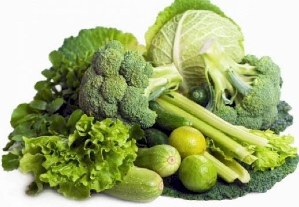 Los vegetales verdes son ricos en ácido fólico que ayuda a fortalecer el cabello
