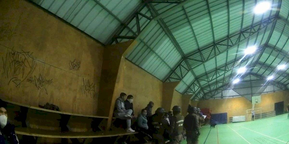 No hay caso: 18 detenidos por practicar baby fútbol en gimnasio de Valdivia