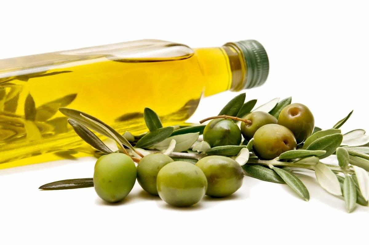 El aceite de oliva es rico en ácidos grasos insaturados que te ayudan tener un cuero cabelludo más sano para el crecimiento del cabello