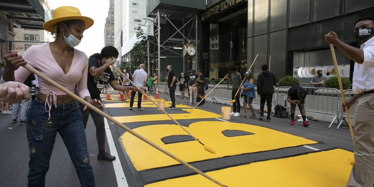 "Alcalde de Nueva York pinta ""Black Lives Matter"" frente a Torre Trump"