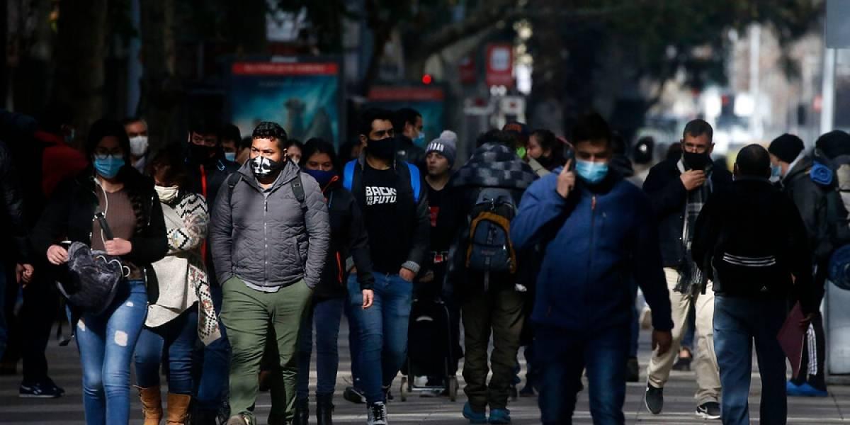 """""""Se endeudan para cubrir otras deudas"""": el perfil y las razones de la realidad que atraviesan miles de chilenos"""