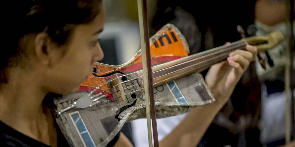 La hermosa historia de los niños paraguayos que convierten la basura en música