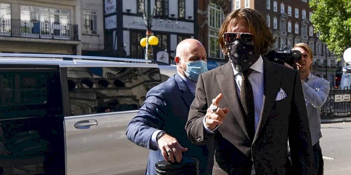 Johnny Depp acusa a su ex mujer de poner excremento humano en su cama