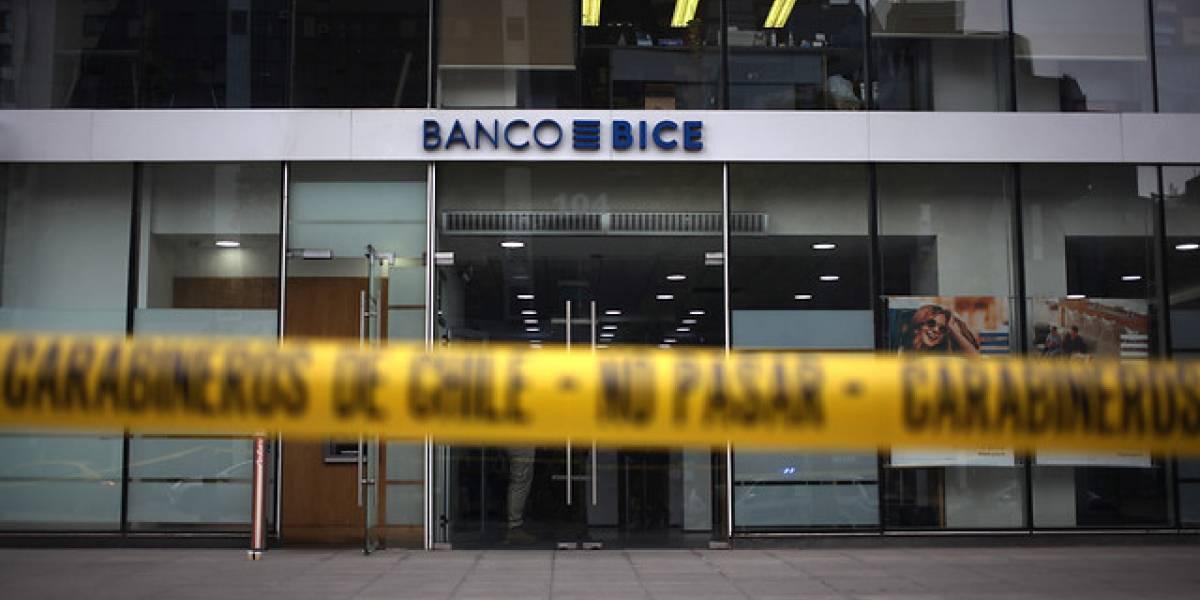 Delincuente roba $20 millones desde un cajón de banco: ingresó con mascarilla y guantes