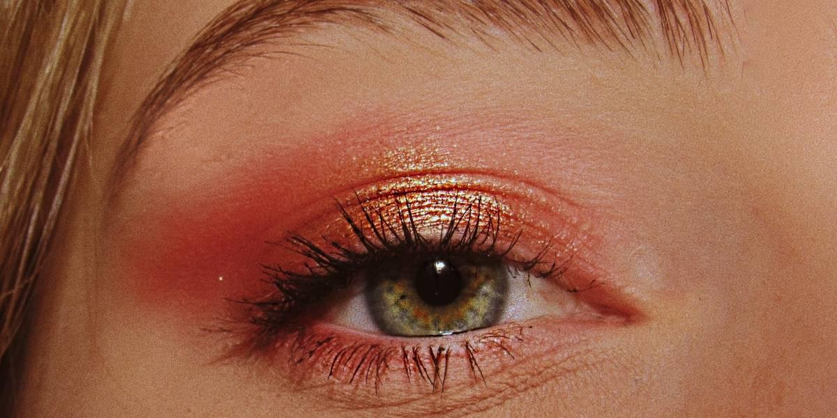 Bruna Tavares lança sombra líquida perfeita para quem ama maquiagem tie-dye