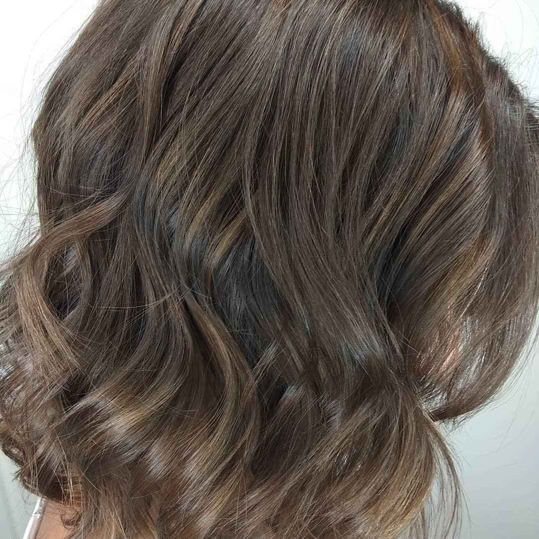 Efectos de color en cabello oscuro