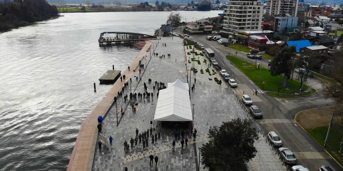 """Alcalde de Valdivia a un día del desconfinamiento: """"El coronavirus no se ha ido, la gente se sigue contagiando"""""""