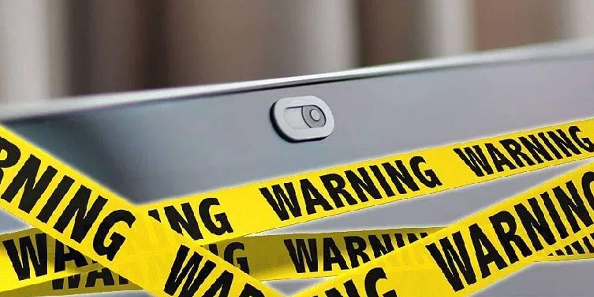 Apple pide que no tapes la webcam de tu MacBook porque daña la pantalla
