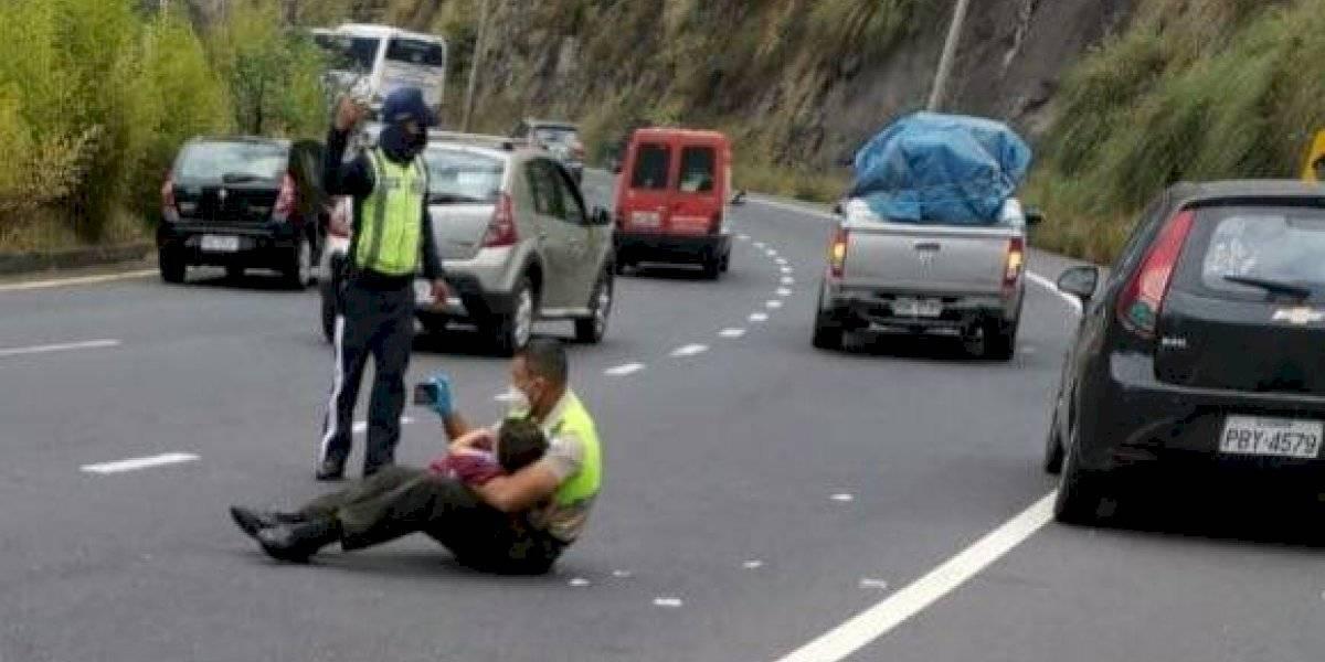 La historia detrás del policía que calmó a niño tras accidente de tránsito