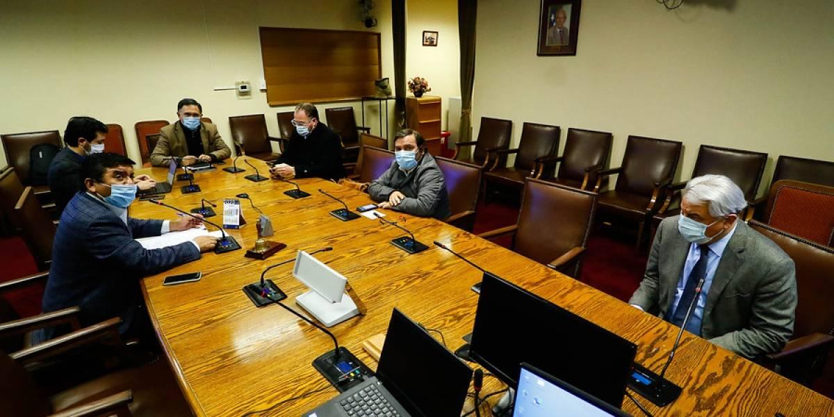 Comisión de Economía rechaza veto de Piñera a proyecto que suspende el corte de servicios básicos