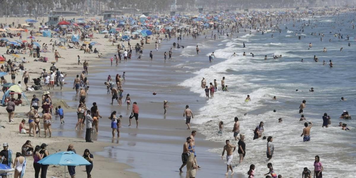 California cierra bares, restaurantes, iglesias, gimnasios y salones de belleza