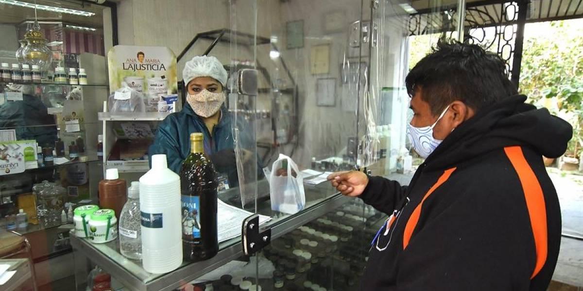 Médicos ecuatorianos rechazan el uso del dióxido de cloro en el tratamiento del COVID-19
