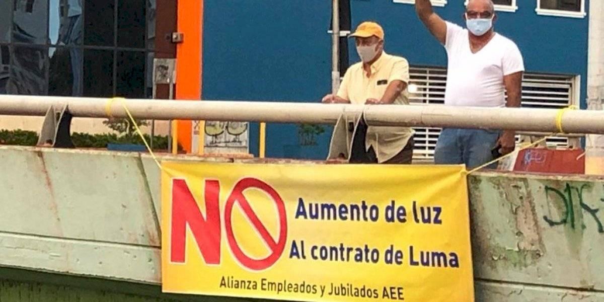 Empleados AEE protestan en varios puentes en rechazo a alza en la tarifa de luz