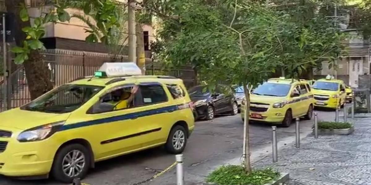 Taxistas homenageiam Ricardo Boechat em carreata no Rio de Janeiro