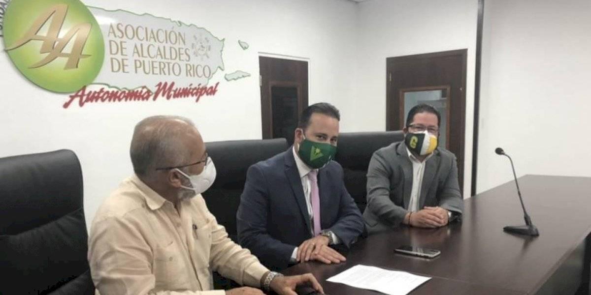 Frustrados los alcaldes por lento uso de fondos de recuperación