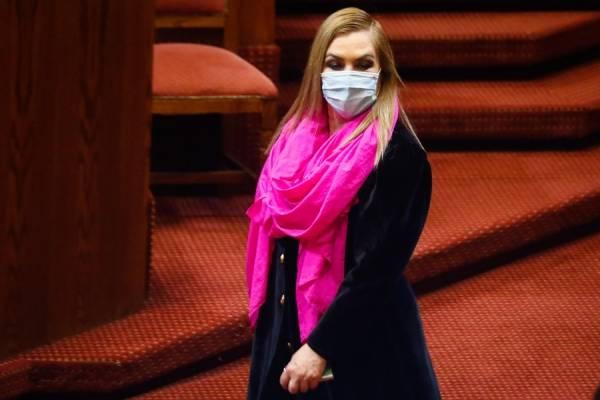 """Pamela Jiles y el retiro de fondos AFP: """"Le ofrezco mi cuerpo al senador Moreira para que se apruebe esta reforma"""""""