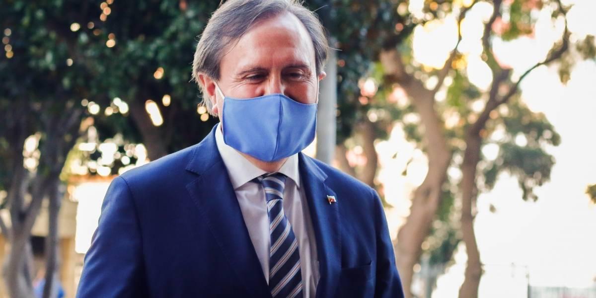 Diputado Moreira (UDI) ingresa a centro asistencial por problemas de salud