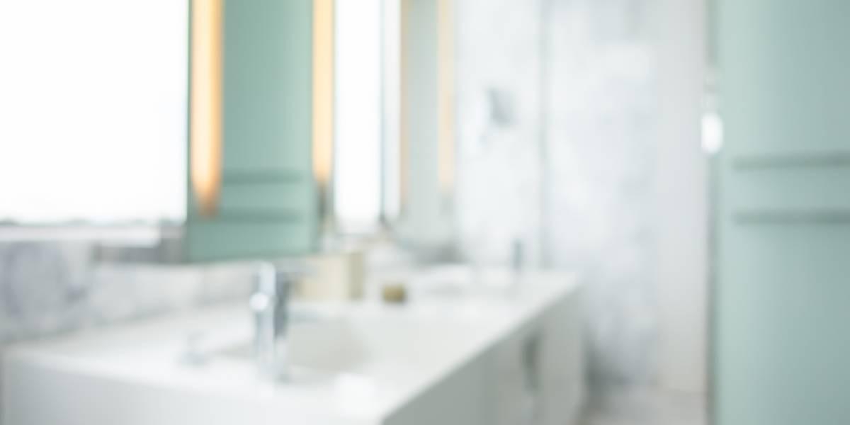 3 dicas infalíveis para limpar e tirar manchas do box do banheiro