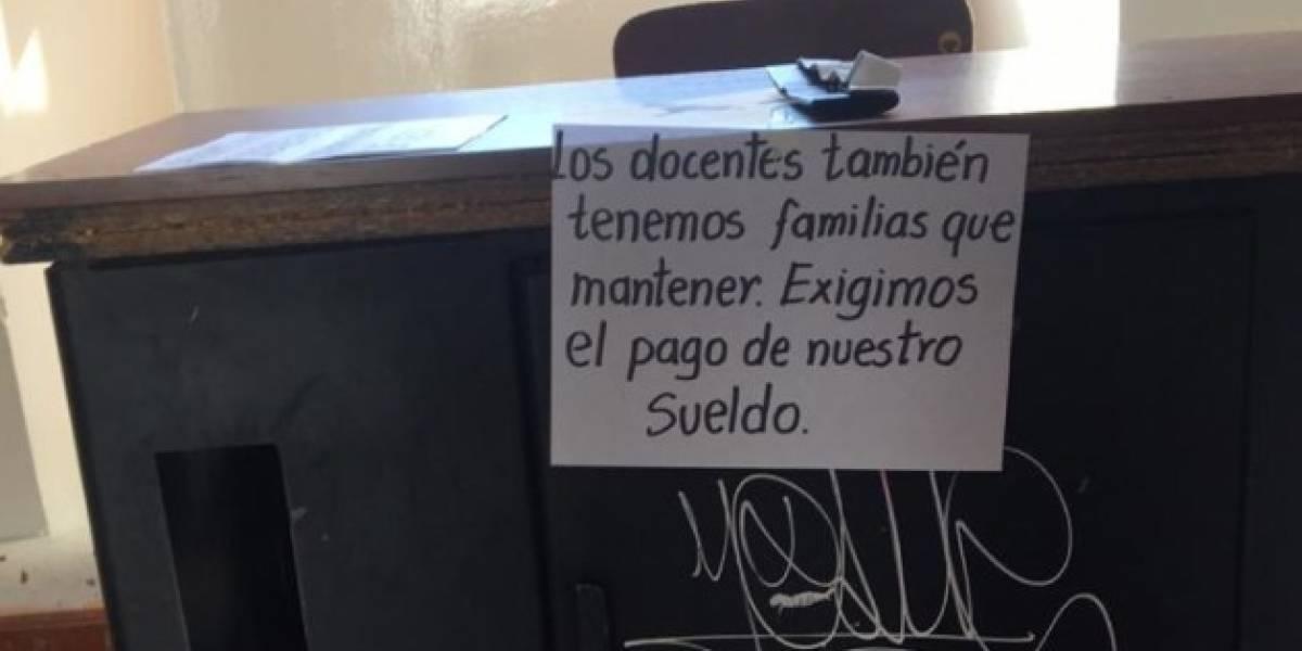 Maestros de Ecuador reclaman la cancelación de sus sueldos
