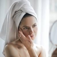 5 hábitos que estimulam o surgimento de rugas no rosto; evite-os a todo custo!