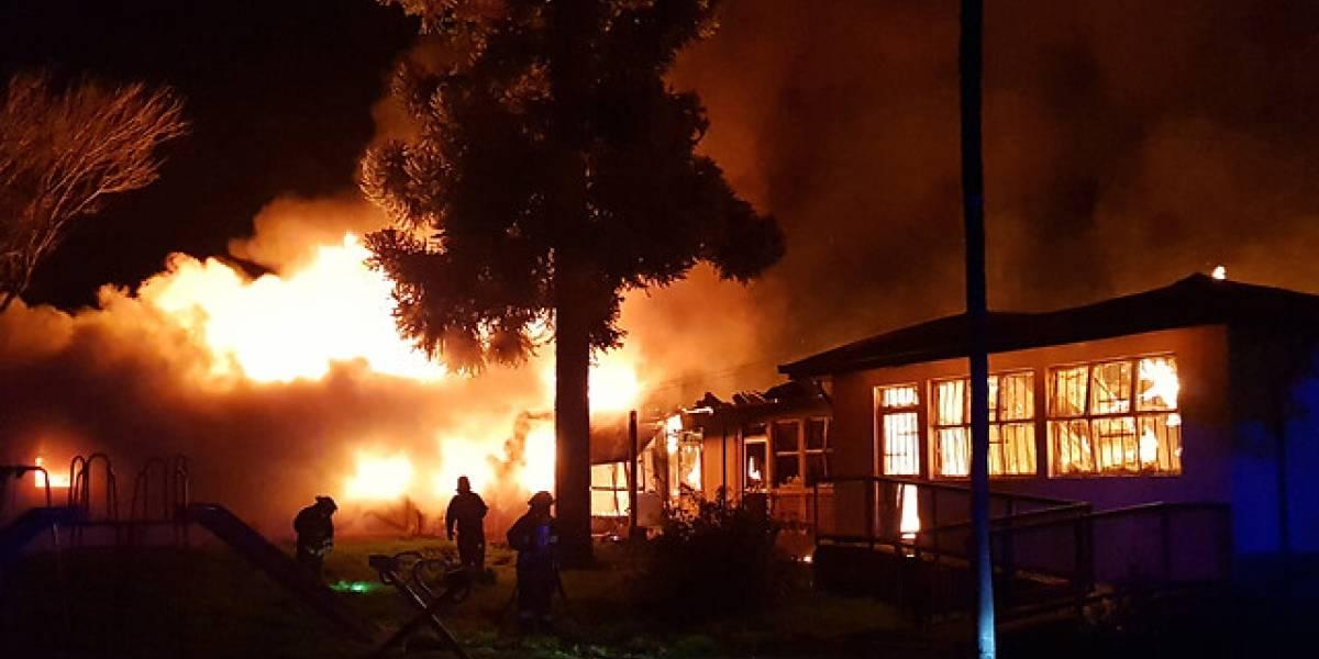 Otro ataque incendiario a una escuela rural: desconocidos quemaron un centro educacional en Cañete