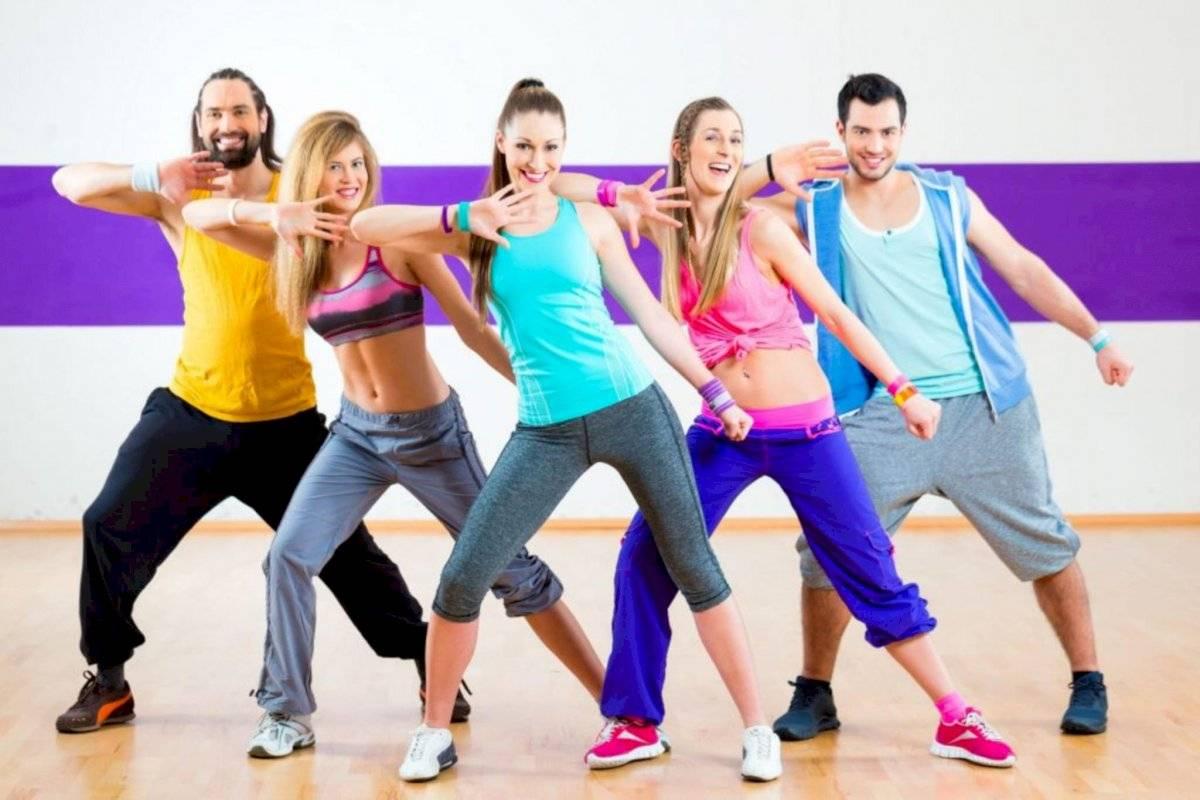 Bailar es divertido y, sin darte cuenta, estarás ayudando a tu corazón.