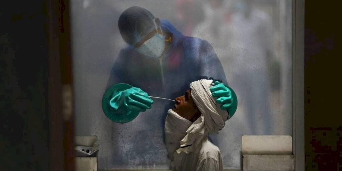 India registra aumento récord de casos diarios con 90,632