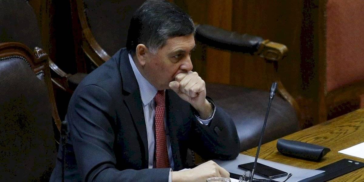 """La esperanza del ministro Alvarado por retiro de fondos de AFP: """"Espero que en el Senado no se suban rápidamente a la ola"""""""