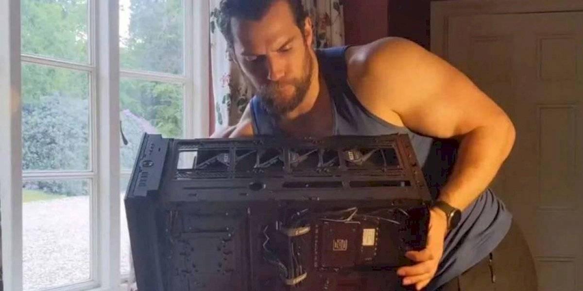 """""""Podrían ver partes que no han visto antes"""": Henry Cavill encendió internet con un video donde arma su computador"""