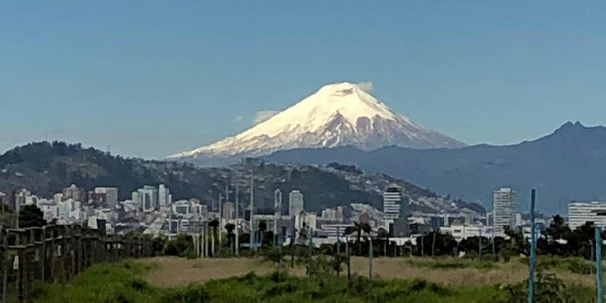 Un imponente Cotopaxi sorprendió a Quito este 17 de julio