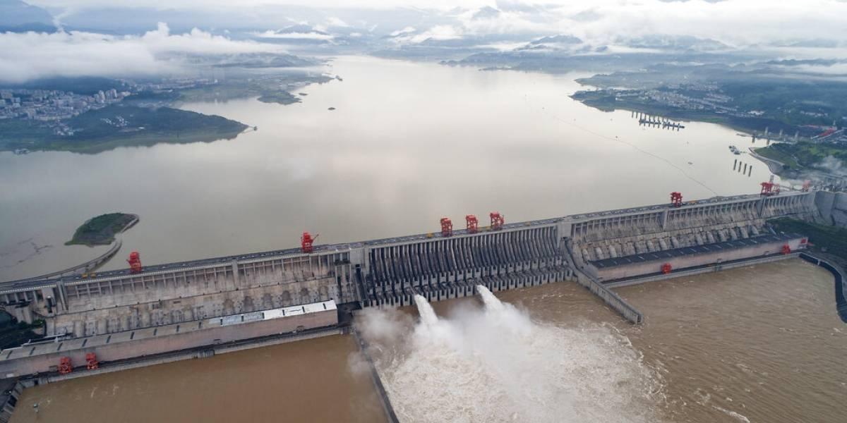 Medidas radicales ante situaciones radicales: China vuela una represa ante inundaciones