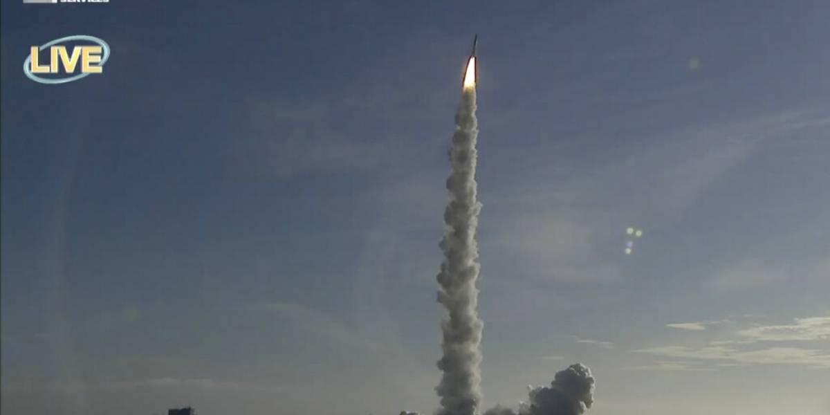 Nave de los Emiratos despega de Japón con rumbo a Marte