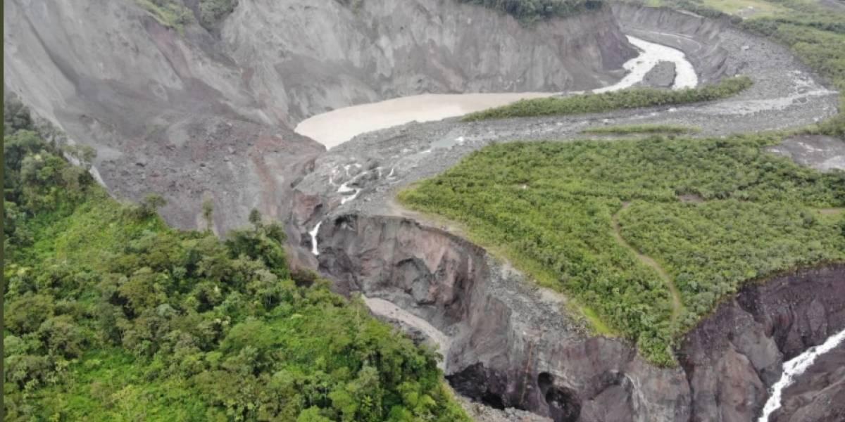 Monitorean socavón del río Coca tras nuevo deslizamiento; oleoducto suspendió bombeo preventivamente