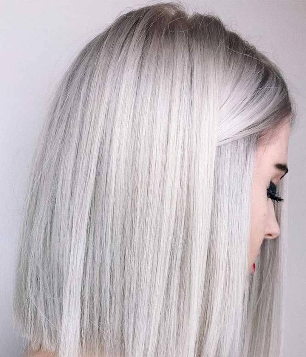 El blanco platinado se recomienda para cabellos cortos