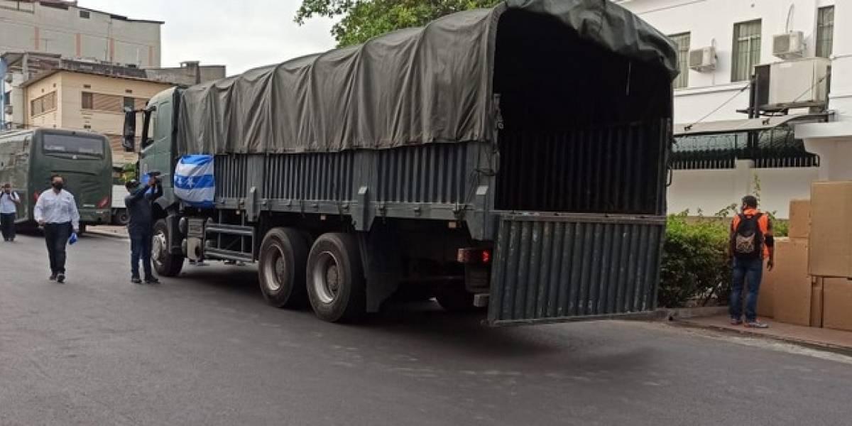 Guayaquil envía convoy con equipos e insumos médicos a Quito