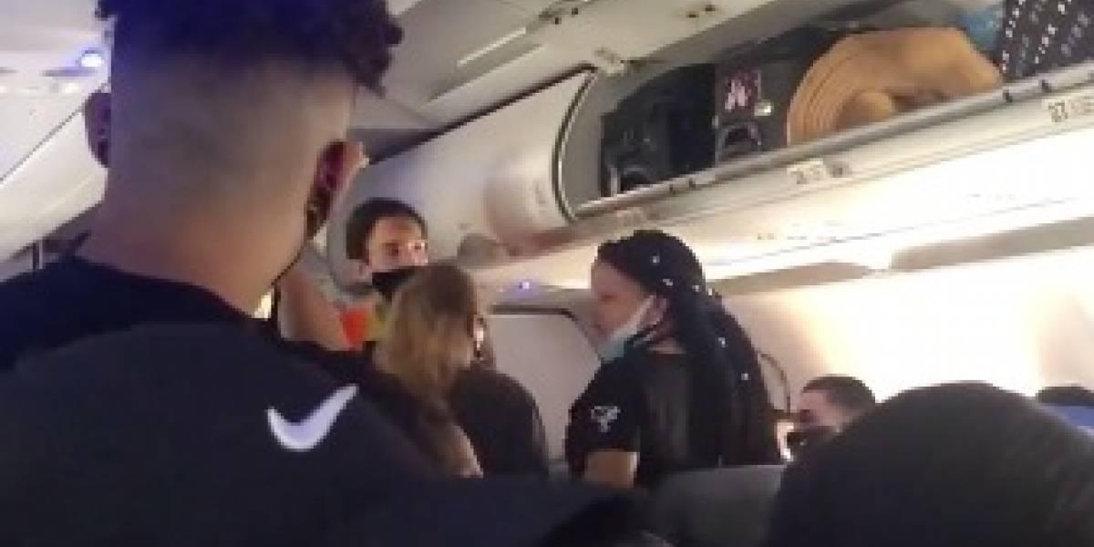 VIDEO: Desde un avión comenzó la pelea del aeropuerto