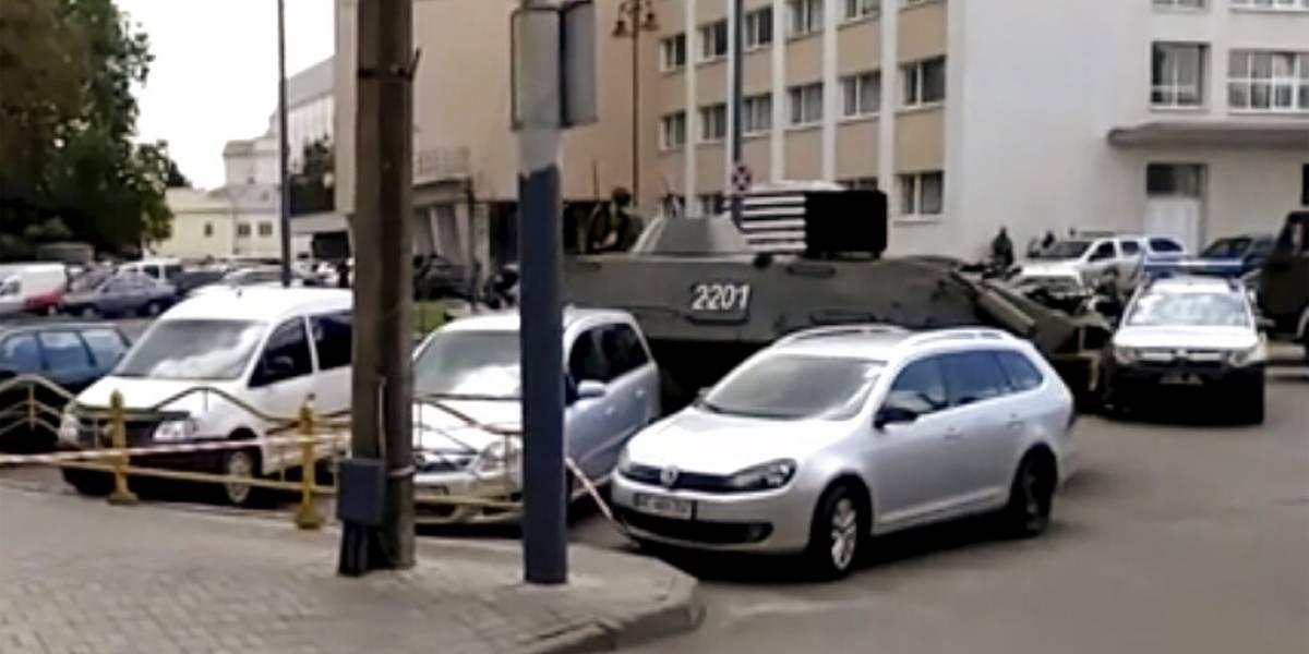 Alerta máxima en Ucrania: hombre armado toma bus con 20 pasajeros y se registran explosiones en otra ciudad