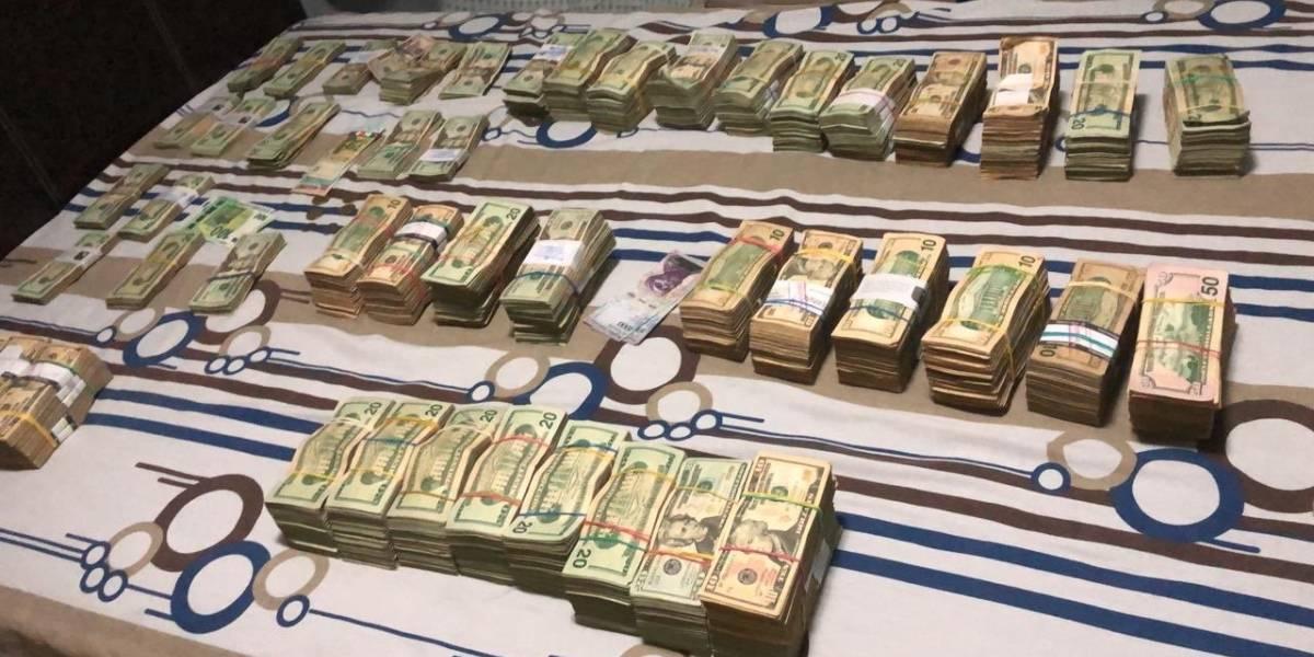 Dinero en efectivo encontrado en la casa de la víctima del crimen en Samborondón