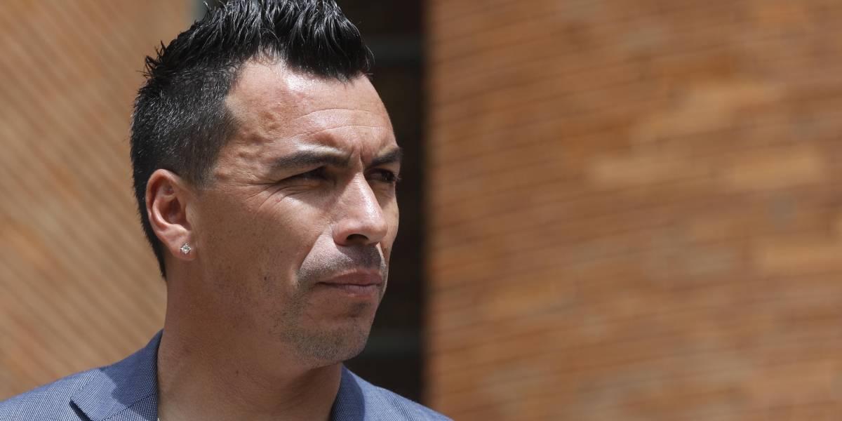 Clínica demanda a Esteban Paredes por una deuda vencida en mayo