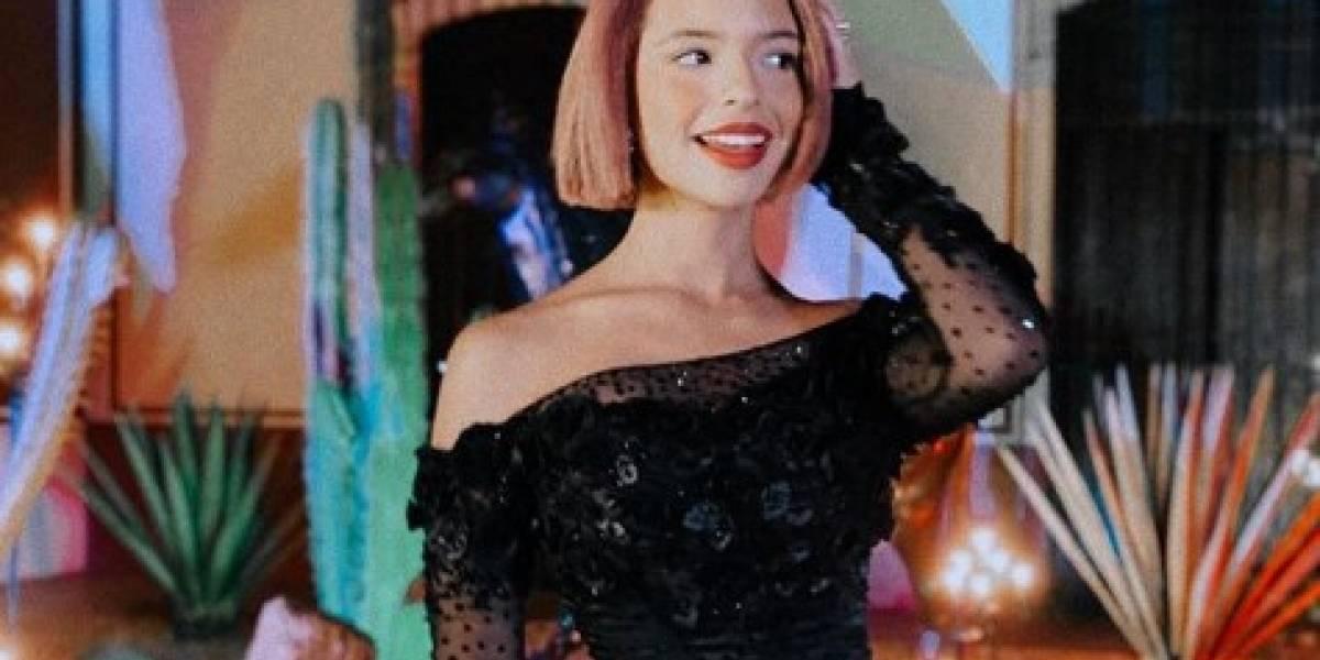 Ángela Aguilar lleva un espectacular maxi vestido off shoulder de bordado floral y muestra el orgullo de ser mexicana