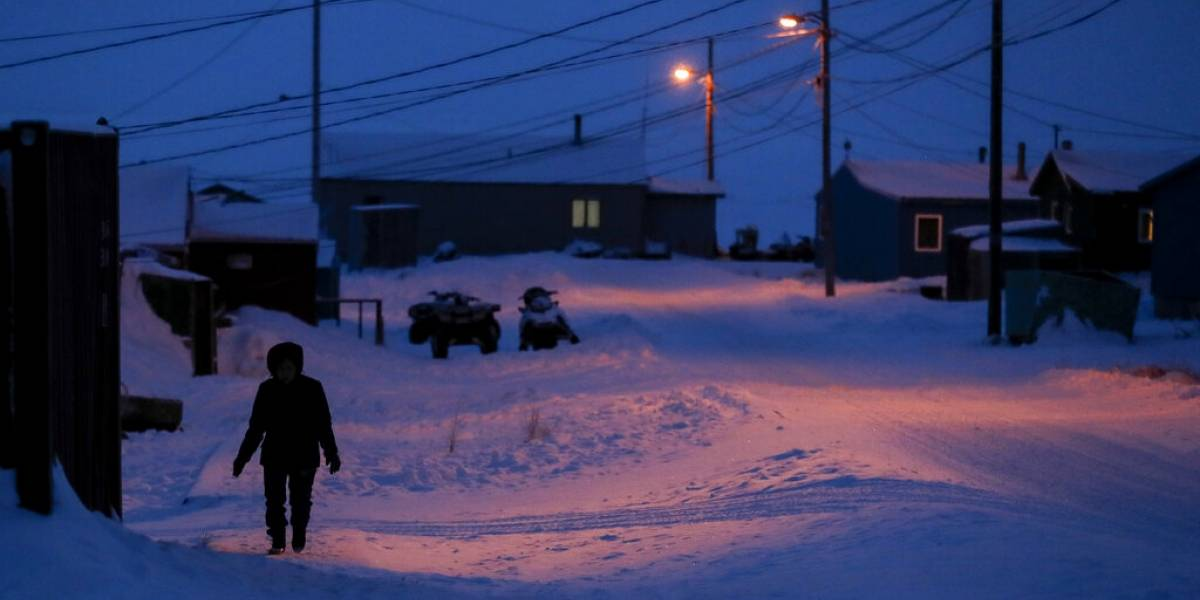 Un potente sismo de 7,8 remece islas de Alaska y se activa alerta de tsunami