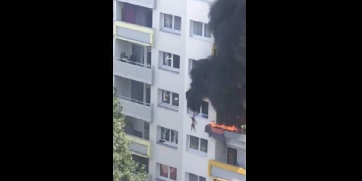 Impactantes imágenes de rescate de dos niños de edificio en llamas en Francia