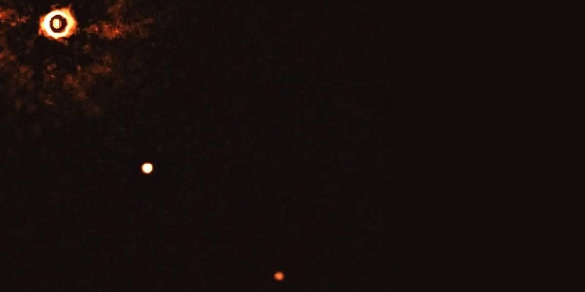 Astrónomos del ESO fotografían sistema con exoplanetas que se parece al sistema solar