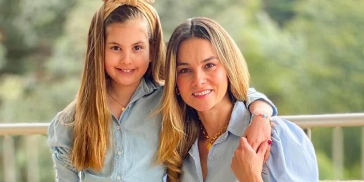 """Catalina Gómez compartió foto de su infancia y dicen que su hija es su """"fotocopia"""""""