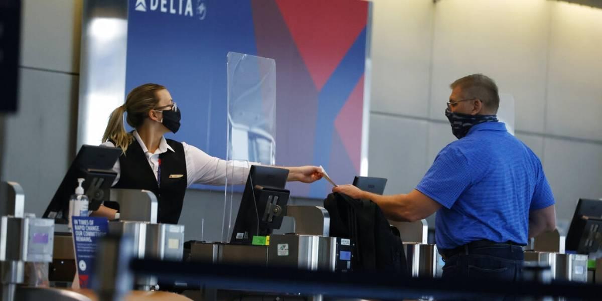 Aerolíneas endurecen sus normas sobre uso de mascarillas