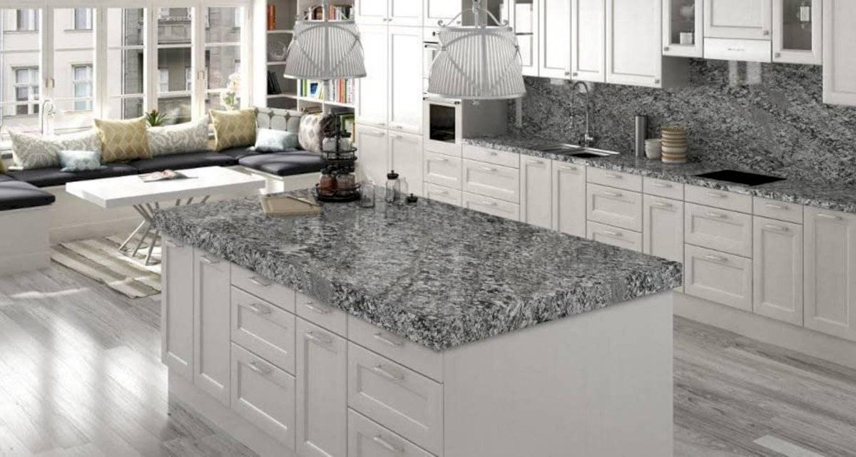 Las encimeras de piedra son una contextura natural perfecta para la decoración de tu hogar