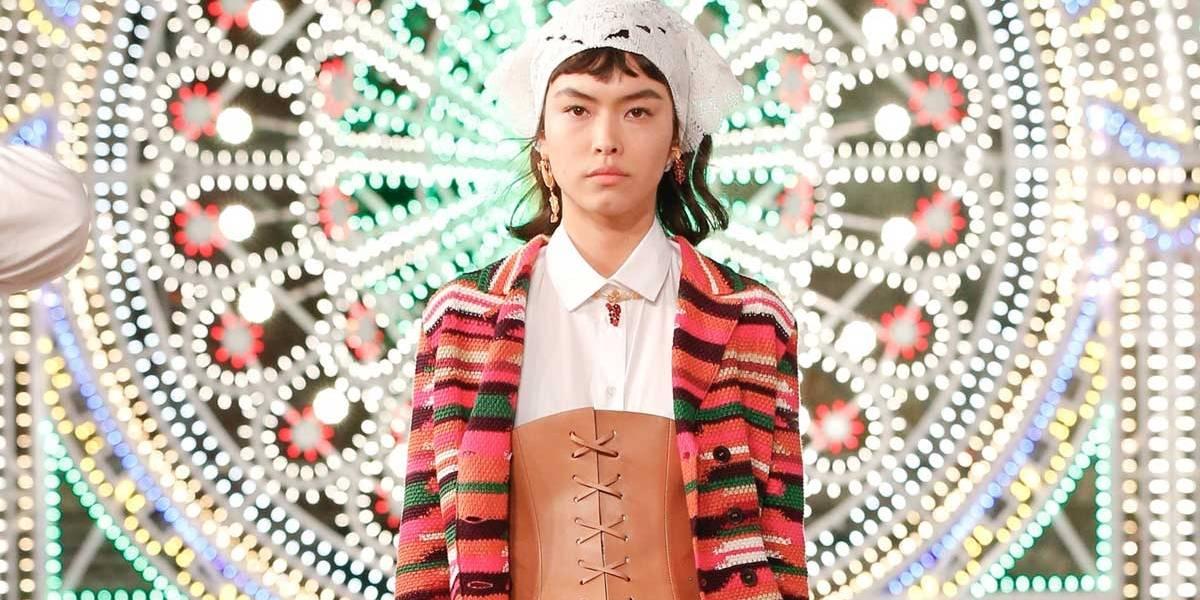 Modelo brasileira Maryel Uchida é destaque em desfile da Dior