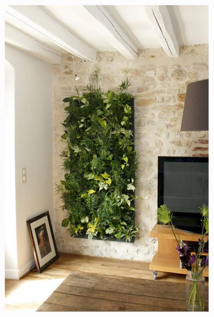 Sala de estar con muro vivo