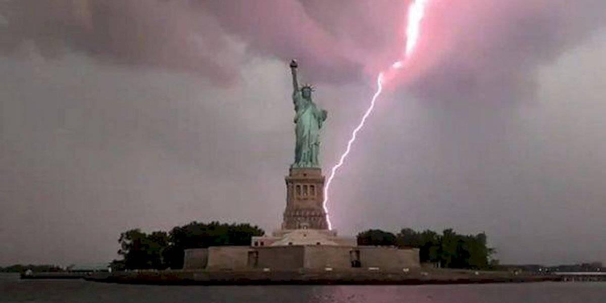 Video: rayo cae sobre la Estatua de la Libertad y deja impresionante registro